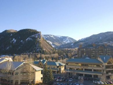 Mountain view condo for skiing in Avon, Colorado