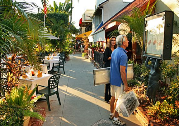 Dine or Shop at Nearby St Armands Circle