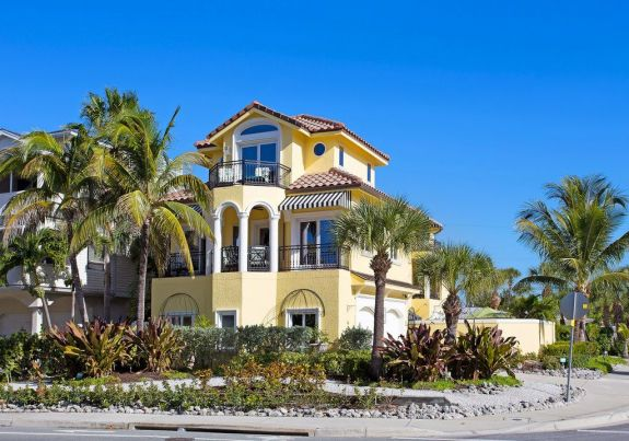 Siesta Key luxury home for rent exterior