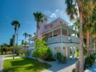 6 houses to beach with this Anna Maria Island Rental