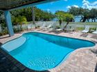Waterfront Luxury Rental Sleeps 18 2/3 min Walk to Beaches.