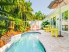 HOLMES BEACH DUPLEX WITH PRIVATE POOL 3 HOUSES TO GULF BEACH
